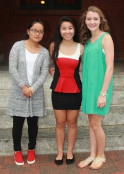 (left to right)  2015 Ripley Award winner Cichen Lamu poses with fellow nominess Connie Ma and Marissa Fitzgerald